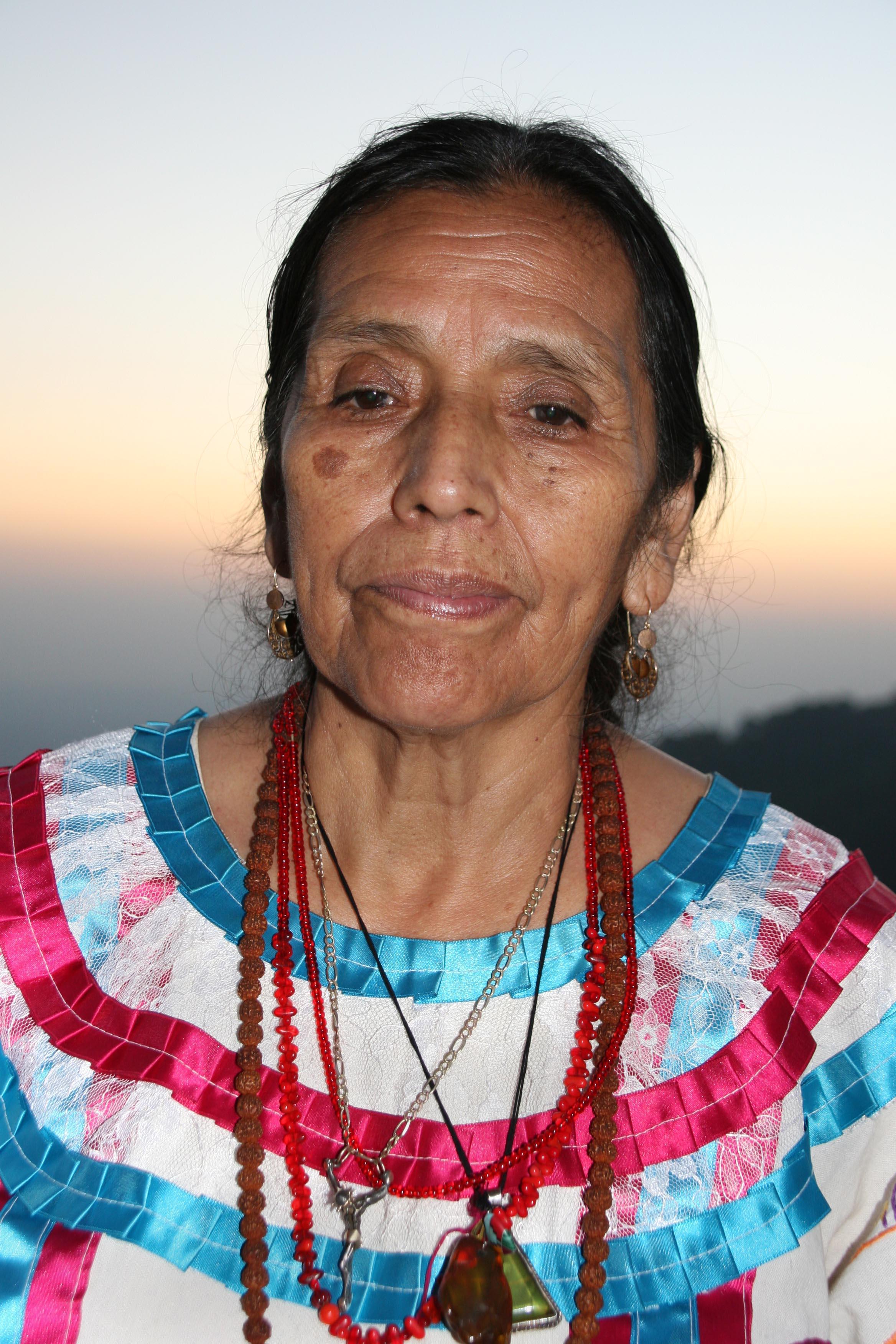 Großmutter, Grandmother Julieta Casimiro