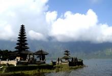 Bali-Danau Beratan Temple_indonesia_touristinfo_2009